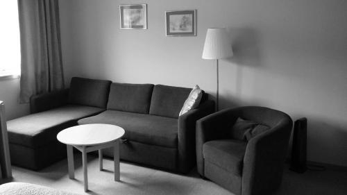 The lounge or bar area at Skånevik Fjordhotel
