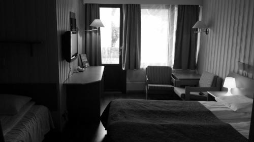 A room at Skånevik Fjordhotel
