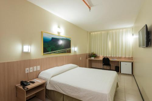 A bed or beds in a room at Hotel Express Arrey