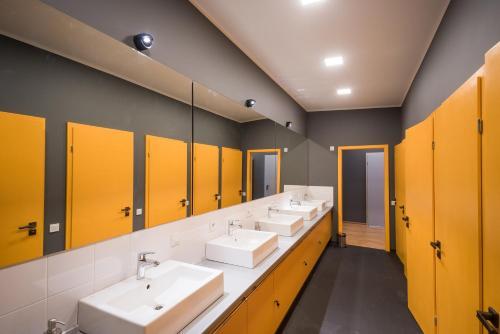 A bathroom at Friday Hostel