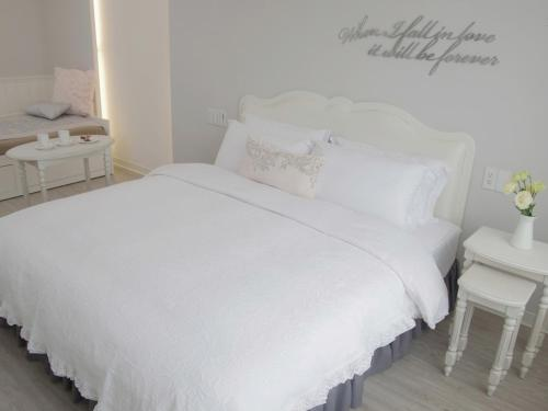 A bed or beds in a room at White Truffle B&B
