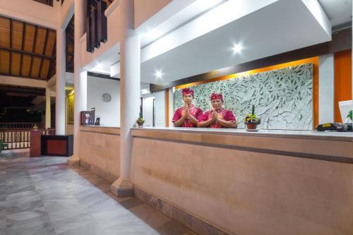The lobby or reception area at Puri Raja Hotel