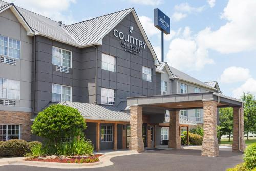 The facade or entrance of Country Inn & Suites by Radisson, Jackson-Airport, MS