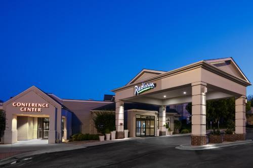The facade or entrance of Radisson Hotel & Conference Center Coralville - Iowa City