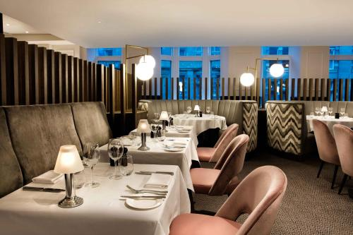 A restaurant or other place to eat at Hilton Edinburgh Carlton