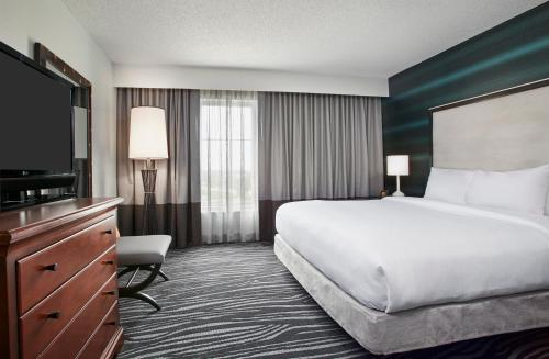 A room at Embassy Suites Orlando - Airport