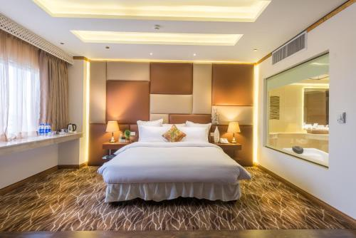 A bed or beds in a room at Luxus Grand Hotel