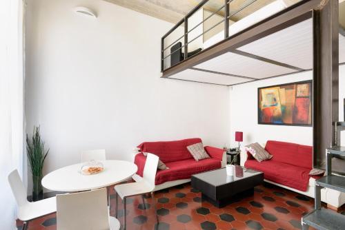 El salón o zona de bar de Two-Bedroom close to Mercato Centrale