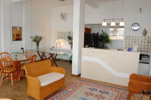 The lounge or bar area at Apart Hotel Recanto das Pedras