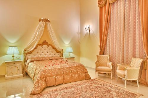 A bed or beds in a room at Castello Conti Filo