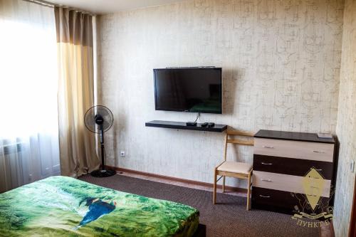 Телевизор и/или развлекательный центр в Apartments on Lazurnaya