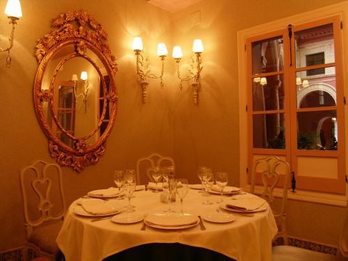 Un restaurante o sitio para comer en Hotel Santo Domingo Lucena