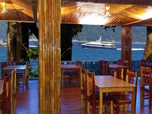 A restaurant or other place to eat at Tango Beach Resort