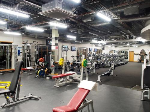 The fitness center and/or fitness facilities at Abbey Court