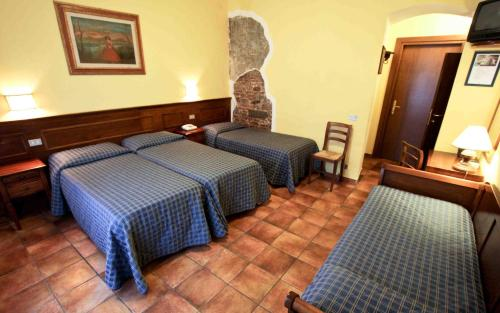 A bed or beds in a room at Hotel Nizza