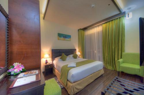 A room at Marina View Deluxe Hotel Apartment