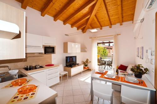 Kuchyň nebo kuchyňský kout v ubytování Villaggio Sant'Andrea