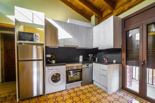 A kitchen or kitchenette at Apartaments Cal Xic