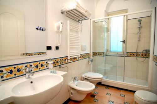 A bathroom at Hotel Bellevue Suite