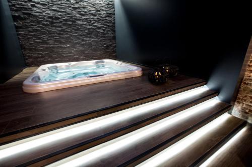 Spa en/of wellnessfaciliteiten van chambre avec jacuzzi sauna privatif