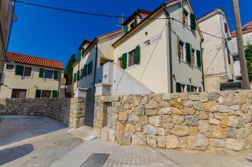 The facade or entrance of Hostel Dvor