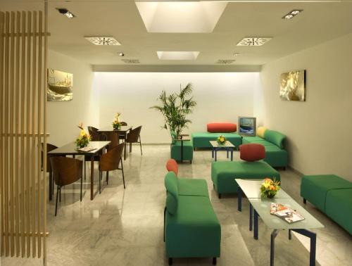 The lounge or bar area at Hotel Nautico