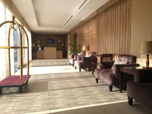 The lounge or bar area at Auris Al Fanar Villas & Private Pools - Alshatieaa- Families only