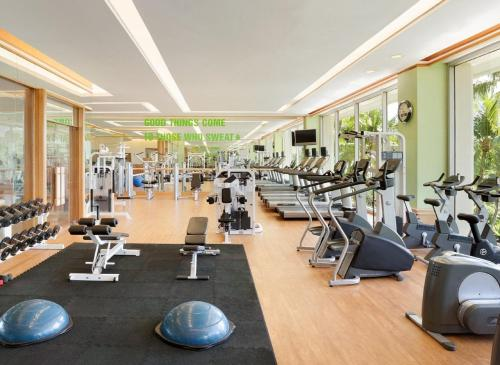 The fitness center and/or fitness facilities at Shangri-La Mactan, Cebu - Multiple Use Hotel