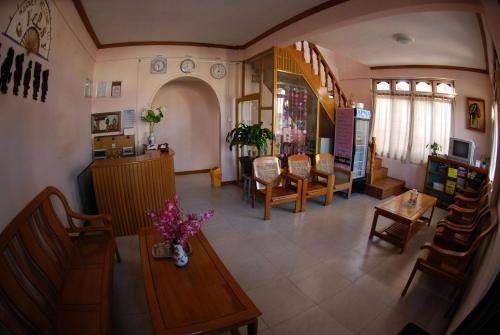 Un restaurante o sitio para comer en Gypsy Inn