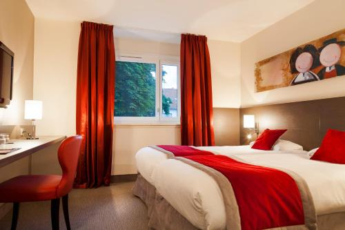 A bed or beds in a room at Kyriad Hotel Strasbourg Lingolsheim