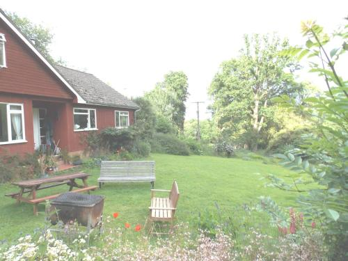 A garden outside B&B Higher Quantock