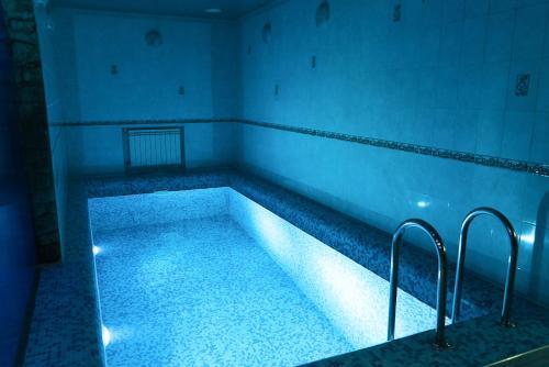 Бассейн в Мини отель Три Кита  или поблизости