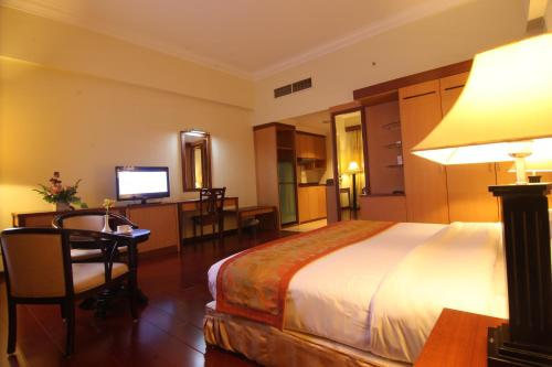 A room at Golden View Hotel