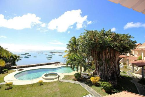 A view of the pool at Villas Banyan or nearby
