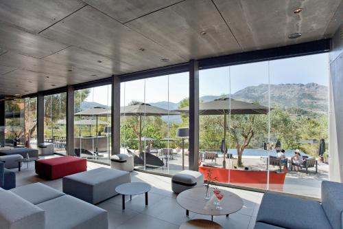 El salón o zona de bar de VIVOOD Landscape Hotel & Spa - Adults Only