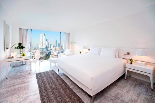 A bed or beds in a room at Pullman Bangkok Hotel G