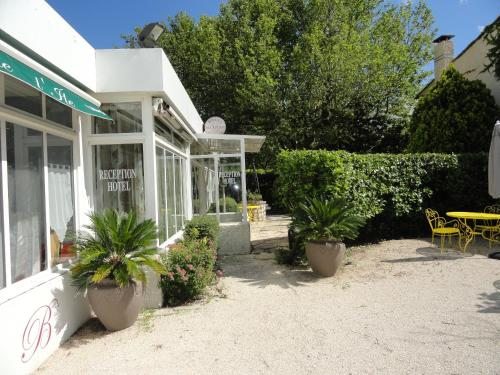 A patio or other outdoor area at Hotel de l'île