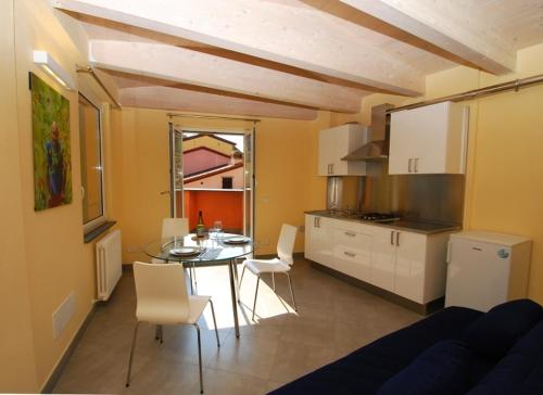 A kitchen or kitchenette at Le Coste by Arbaspàa