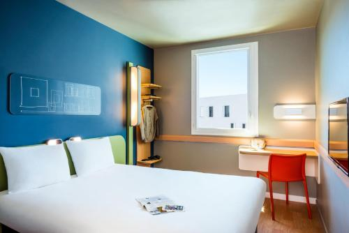 A room at ibis budget Saint Quentin Yvelines - Vélodrome
