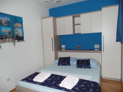 A room at Apartment 4M