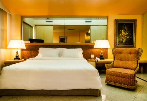 A bed or beds in a room at Hotel Atlantico Star