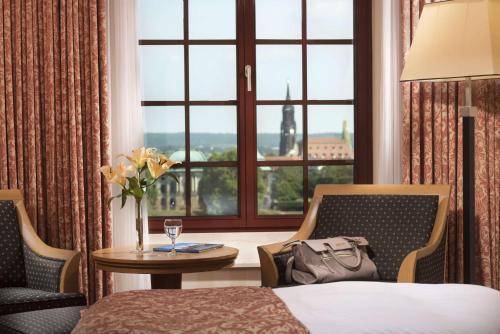 Ein Sitzbereich in der Unterkunft Maritim Hotel Dresden