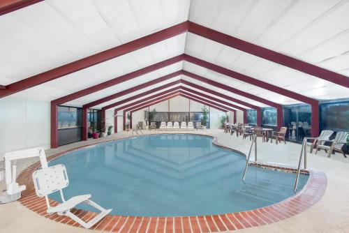 The swimming pool at or close to Howard Johnson by Wyndham Saugerties