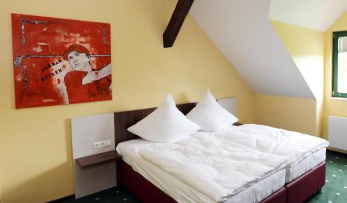 Ein Zimmer in der Unterkunft Apartments Golfpark Schlossgut Sickendorf
