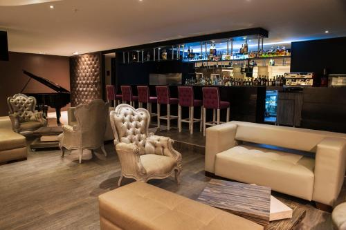 The lounge or bar area at Hotel Grand Park