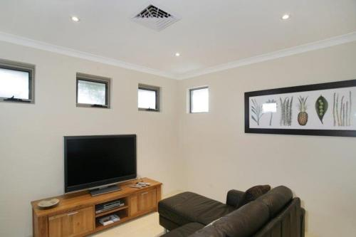 The lounge or bar area at Seal 4 Bedroom House by Shoalwater Executive Homes