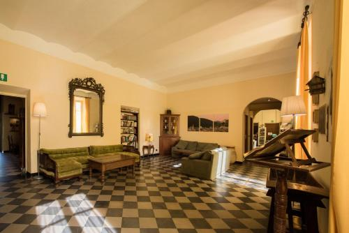 The lounge or bar area at Hotel Florenz