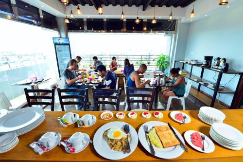 A restaurant or other place to eat at Backpacker(Bed & Breakfast)