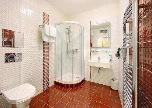 A bathroom at Salvator Boutique Hotel