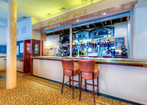 The lounge or bar area at Comfort Inn Birmingham